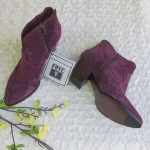 NWT*FRYE*9.5*Wine color Renee short boots*